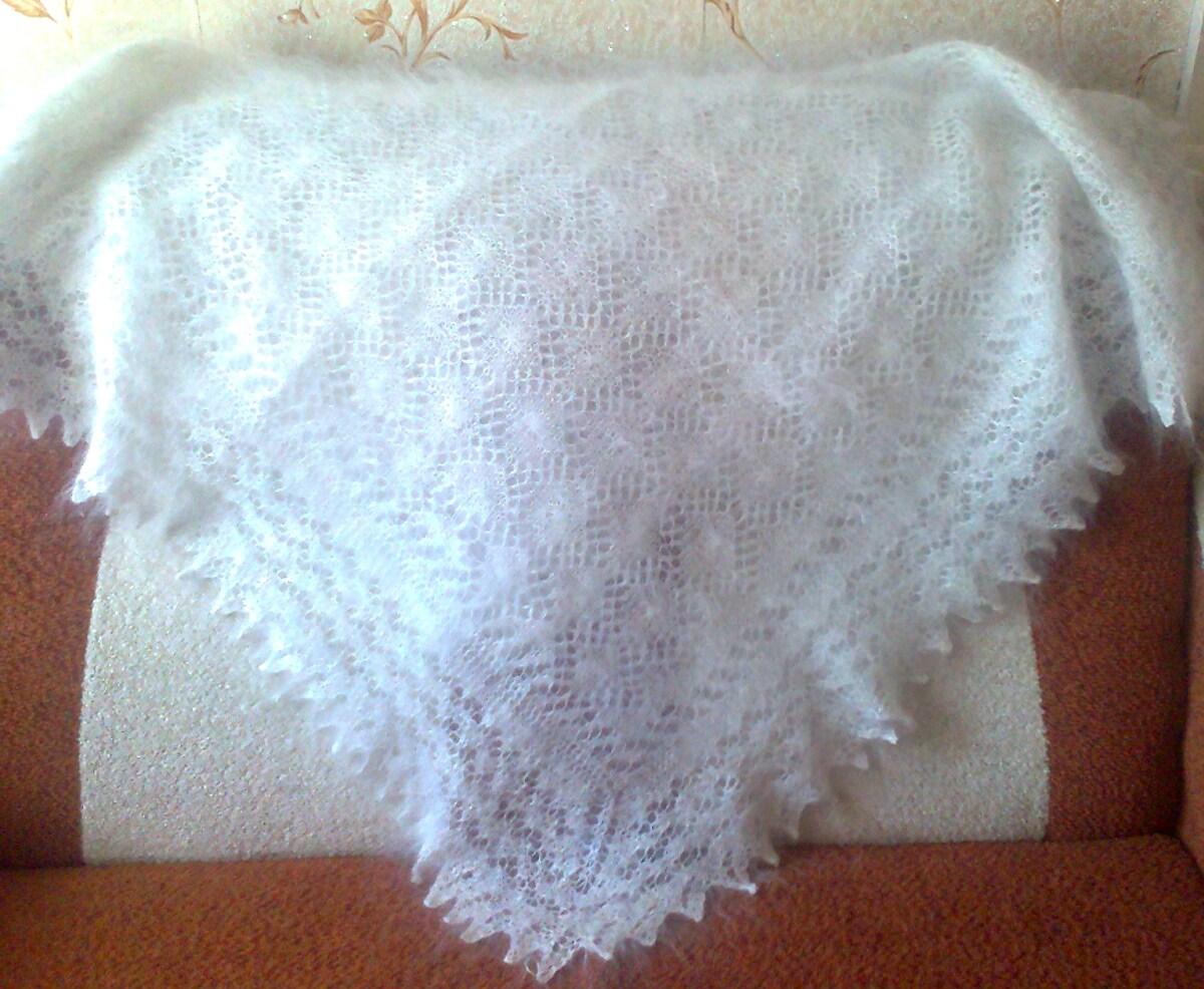 ...работы.Коймы ажурные вязанные одним полотном с платком( отдельно вязанные коймы только при машинной вязке).