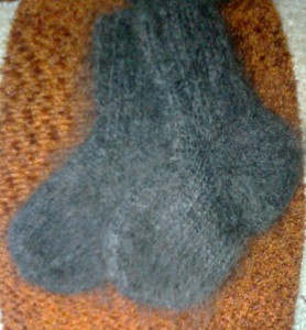 http://novohopersk-platok.ru/ Варежки и носки из козьего пуха для детей и взрослых-натуральные качественные теплые пушистые зимние с рисунком ручной работы от производителя оптом и в розницу