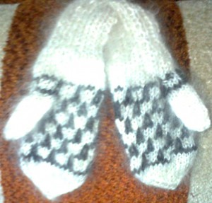 https://novohopersk-platok.ru/ Варежки и носки из козьего пуха для детей и взрослых-натуральные качественные теплые пушистые зимние с рисунком ручной работы от производителя оптом и в розницу