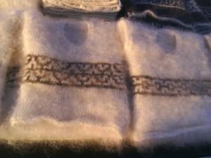 http://novohopersk-platok.ru/ Жилетки из козьего пуха для детей и взрослых-натуральные качественные теплые пушистые зимние с рисунком ручной работы от производителя оптом и в розницу