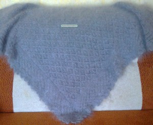 https://novohopersk-platok.ru/ Серый ажурный пуховый платок ручной работы.Коймы ажурные вязанные одним полотном с платком( отдельно вязанные коймы только при машинной вязке). Мягкий, теплый,легкий,нежный, пушистый. Пуховый платок на голову,на шею,на плечи разных размеров и узоров.