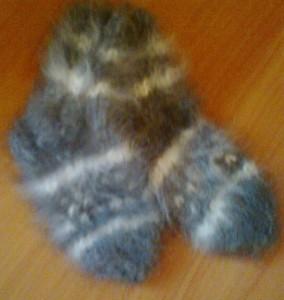 http://novohopersk-platok.ru/ носки из кроличьего пуха-натуральные качественные теплые пушистые зимние с рисунком ручной работы от производителя оптом и в розницу